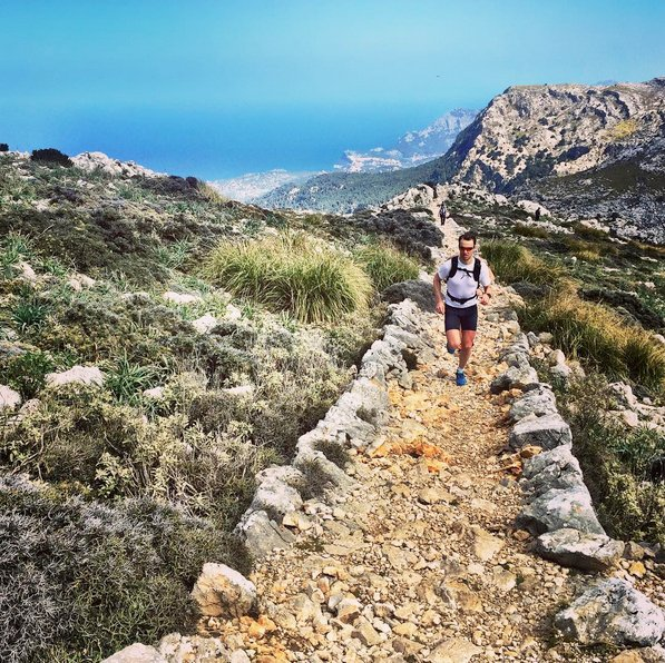 MALLORCA @lpstormo Trail with a view on today's run in the mountains with @trudews and @charlottekn73
