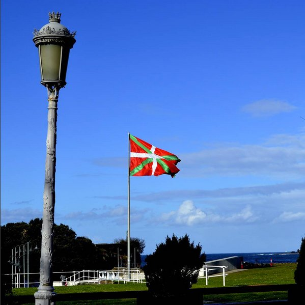 @farafolk_travels LA IKURRIÑA - the flag of Euskadi (