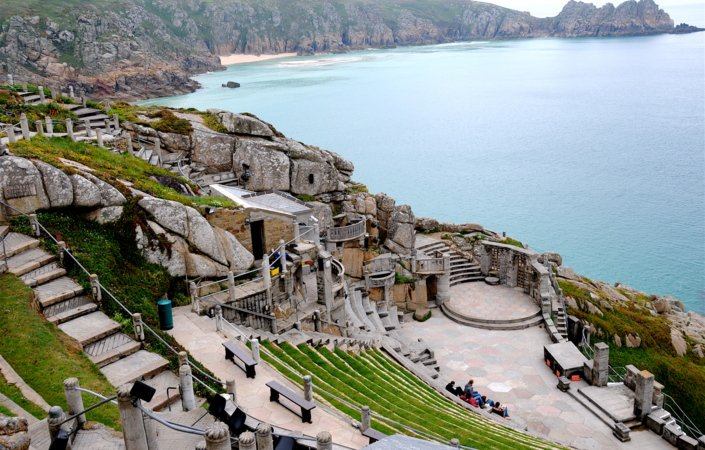 Teater i havgapet: The Minack Theater.