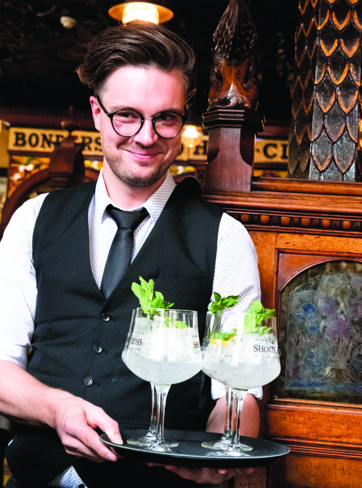 Den «irske gin and tonic» servert på The Crown i Belfast.